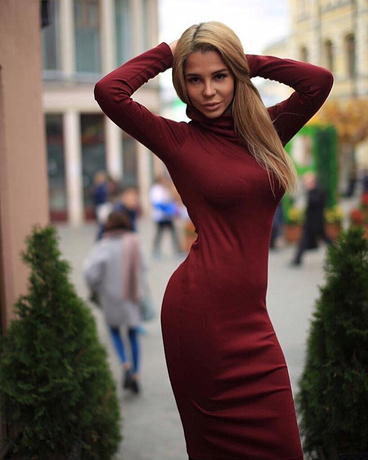 """Красотке идут платья """"а-ля Кардашьян"""""""