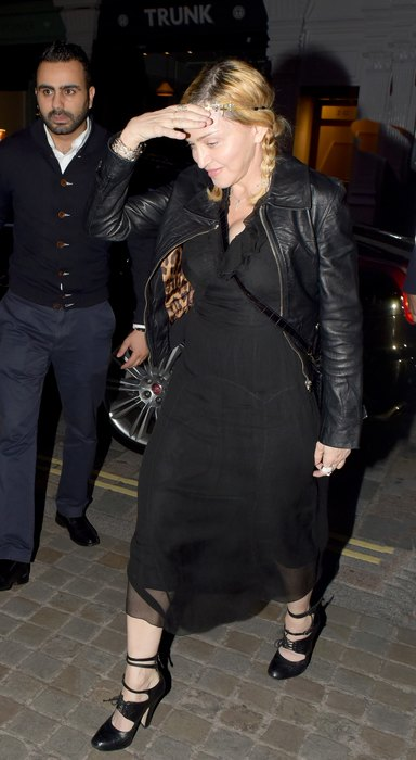 Теперь Мадонне не нужно носить ужасные перчатки