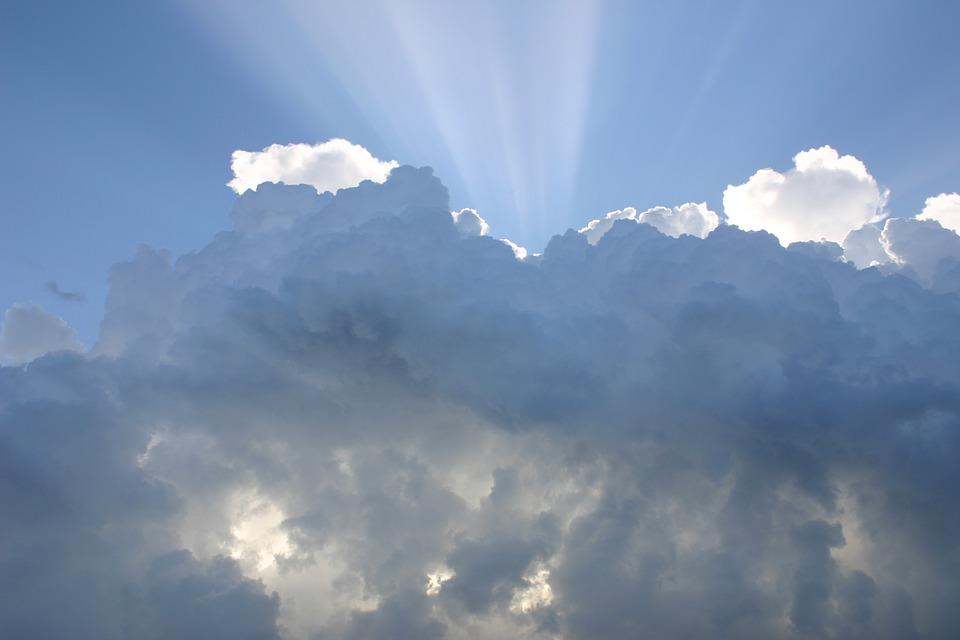 Даже облака не спрячут вашу кожу от ультрафиолета