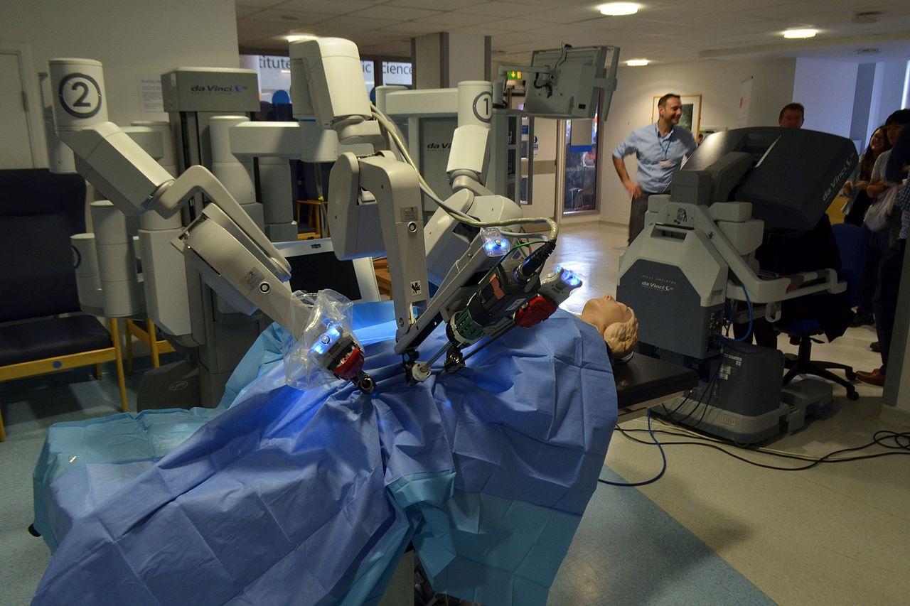 Новые технологии в пластике: роботы, индивидуальная косметика и тканевая инженерия