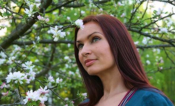 Эвелина Бледанс опробовала на себе аппарат для заморозки жира