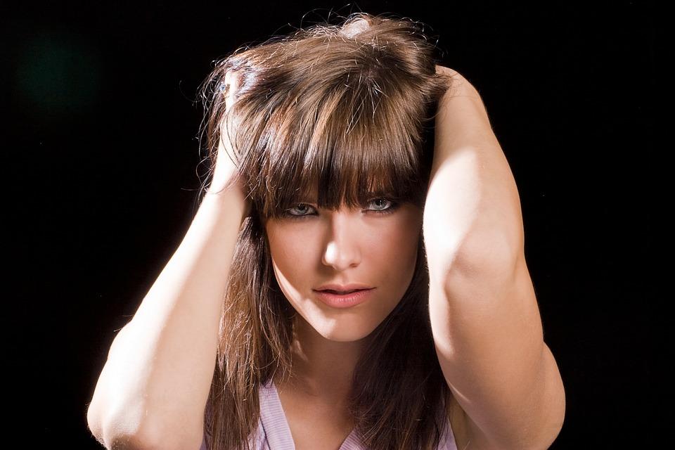 Эксперты назвали 10 обыденных вещей, которые старят кожу