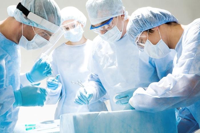 Старшеклассники перед первым сентября проводят пластические операции