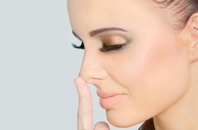 Косметологи рассказали о преимуществах безоперационной ринопластики