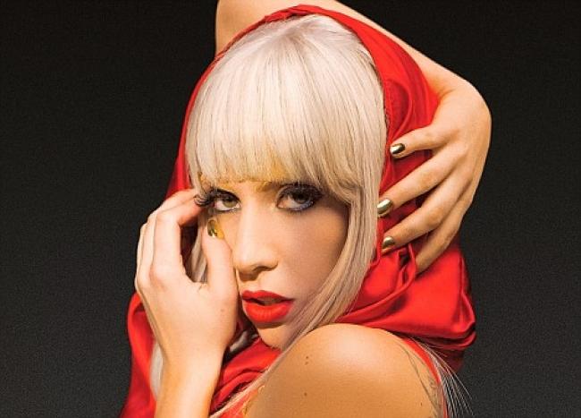 Леди Гага решила преобразиться перед свадьбой с помощью пластики