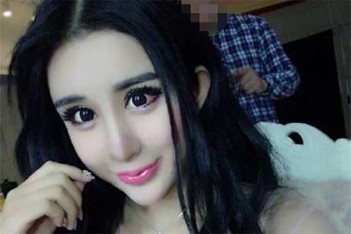 Пятнадцатилетняя жительница Китая с помощью пластики превратилась в живую куклу