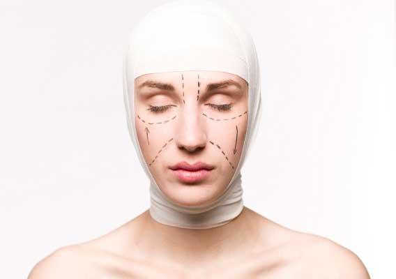 Пластические хирурги рассказали о преимуществах эндоскопической подтяжки лица