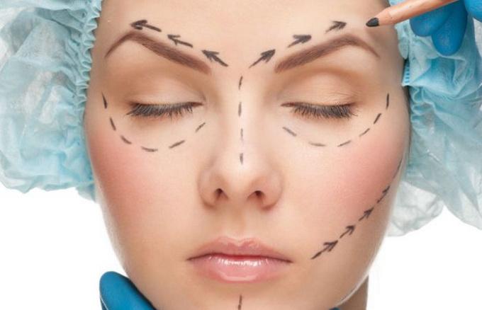 Пластические хирурги рассказали о процедурах, которые лучше делать после 35-ти лет