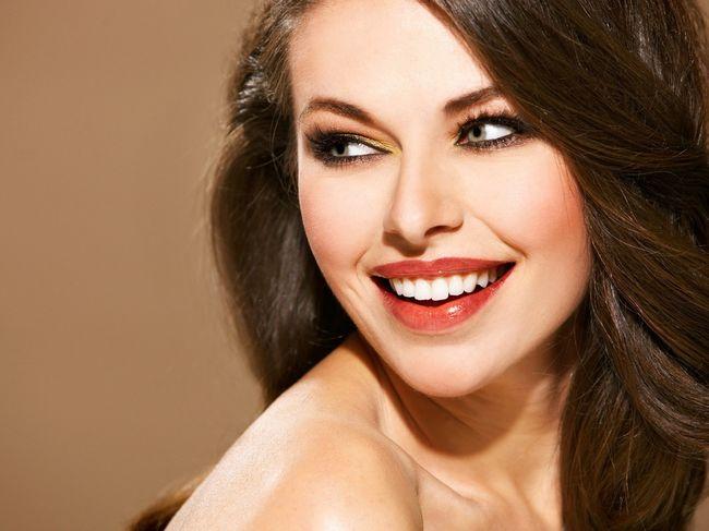 Очаровательная улыбка с помощью контурной пластики губ