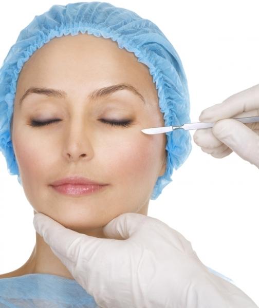 Косметические операции на веках облегчают мигрень