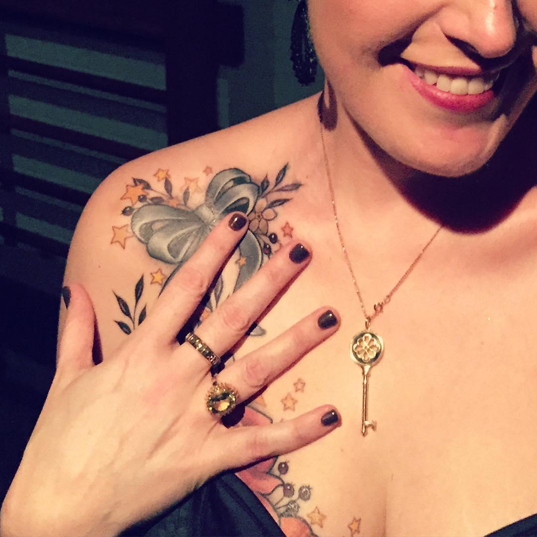 Пациентка после мастэктомии не стала восстанавливать сосок, а сделала яркую татуировку