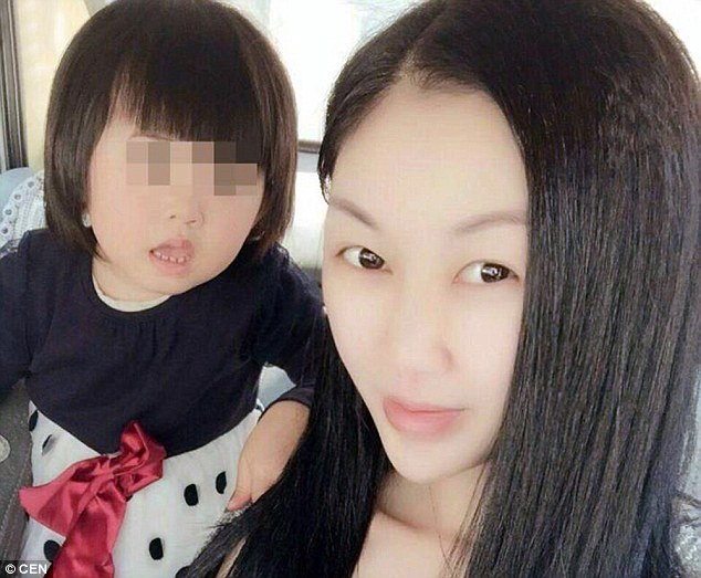 Китайская модель с «синдромом маленькой груди» умерла во время пластики